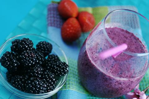 Dark, berry smoothie